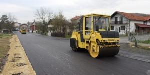 Radovi na rekonstrukciji i asfaltiranju lokalnog puta Šićki Brod–Lukavac