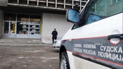 Tuzla: Optuženi se pokušao spaliti tokom izricanja presude, život mu spasili sudski policajci