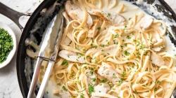 Piletina u umaku Alfredo sa špagetima