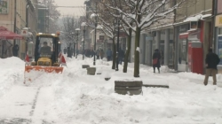 """Zimske službe """"Komunalca"""" Tuzla već 24 sata rade bez prestanka: Saobraćajnice prohodne"""