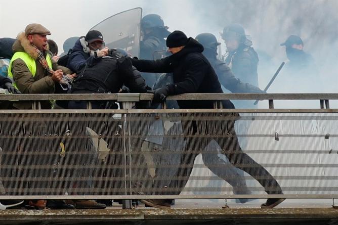 Bivši bokserski prvak uhapšen za napad na policajce u Parizu (VIDEO)