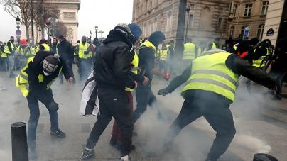 Objavljen snimak žestokog okršaja žutih prsluka i policije u Parizu