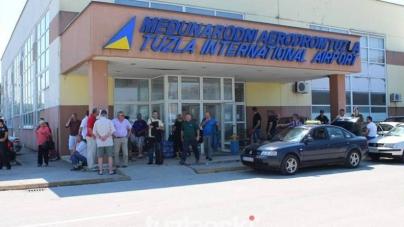 Dok vlast u TK smjenjuje direktora Međunarodnog aerodroma Tuzla radnicima niko neće da isplati zarađenu platu