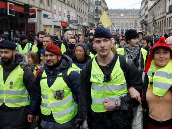"""PARIZ: """"Žuti prsluci"""" opet na ulicama i opet sukob s policijom"""