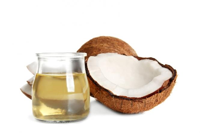 Kokosovo ulje je sjajan borac protiv strija, zanoktica i mnogih drugih stvari