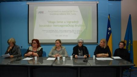 """AŽ GO SDA Tuzla: Upriličen Okrugli sto pod nazivom """" Uloga žene u izgradnji bosansko-hercegovačkog društva"""""""