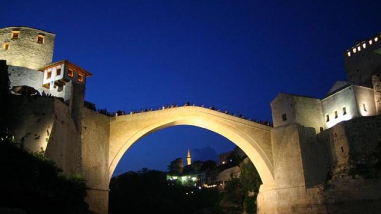 Stari most u Mostaru večeras u bojama zastave Novog Zelanda