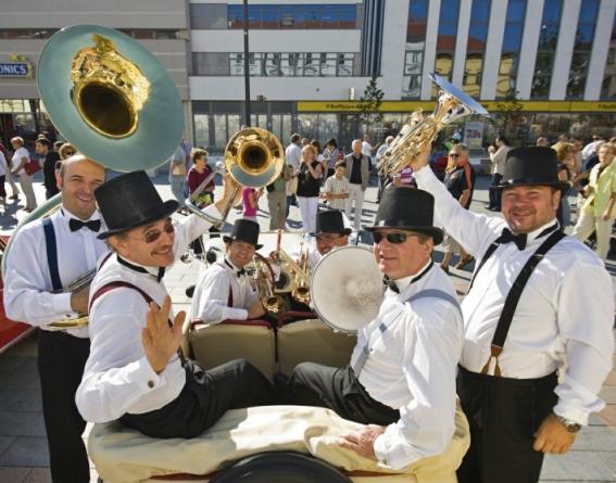 Dani Pečuha u Tuzli – Koncert benda Daniel Speer Brass na Trgu slobode