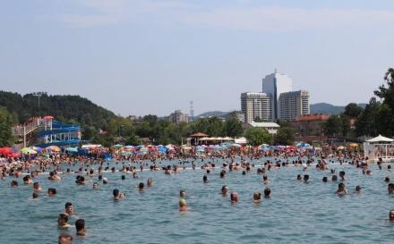 Panonska jezera posjetilo 450.000 gostiju: Tuzlaci i dalje uživaju u kupanju, sunčanju i šetnji