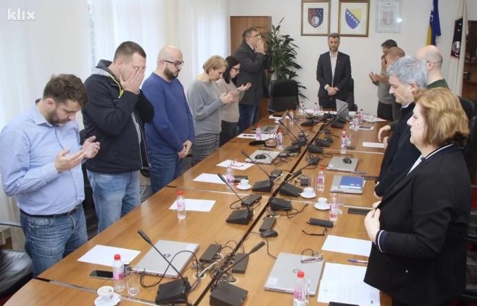 Vlada KS proglasila Dan žalosti u utorak zbog tragedije uposlenica OŠ Kovačići