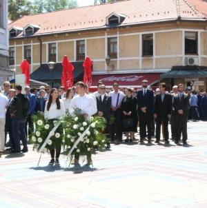 Obilježena 24. godišnjica tragedije na tuzlanskoj Kapiji   /FOTO/