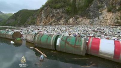 Otoci smeća plutaju Drinom