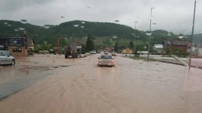 Poplave na maglajskom području: Putevi i kuće pod vodom, magistrala M-17 dijelom blokirana