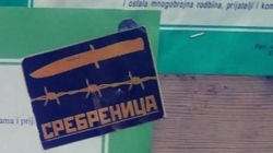 """U Zvorniku srušeni nišani, u Bijeljini pred džamijom letci """"nož, žica, Srebrenica"""""""