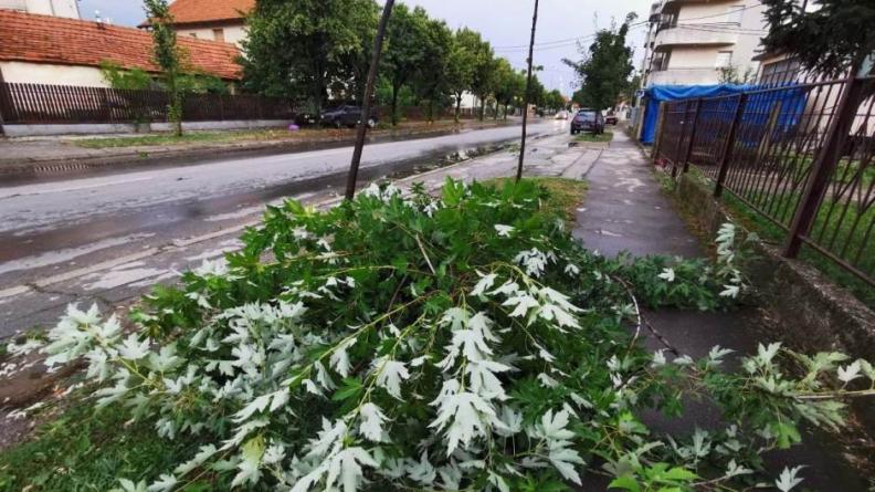 Oluja u Bijeljini: Jedna osoba poginula, a deset povrijeđenih