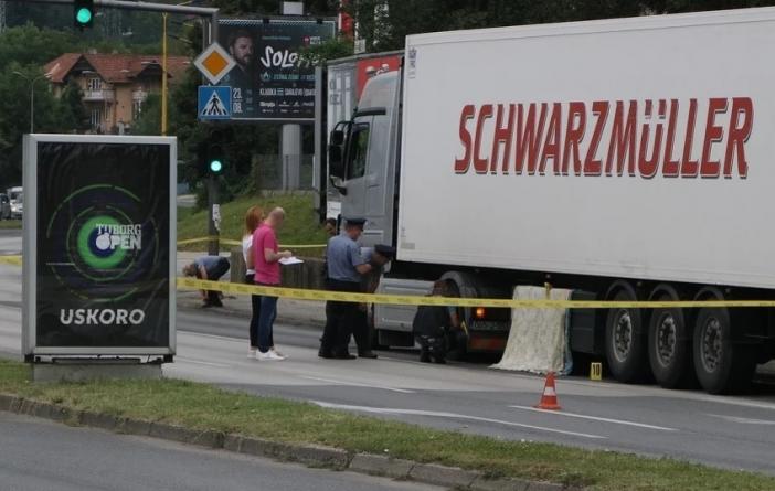 U stravičnoj nesreći u Tuzli kamion usmrtio staricu