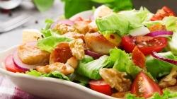 Salata od piletine ili tunjevine odličan su osvježavajući ljetni ručak