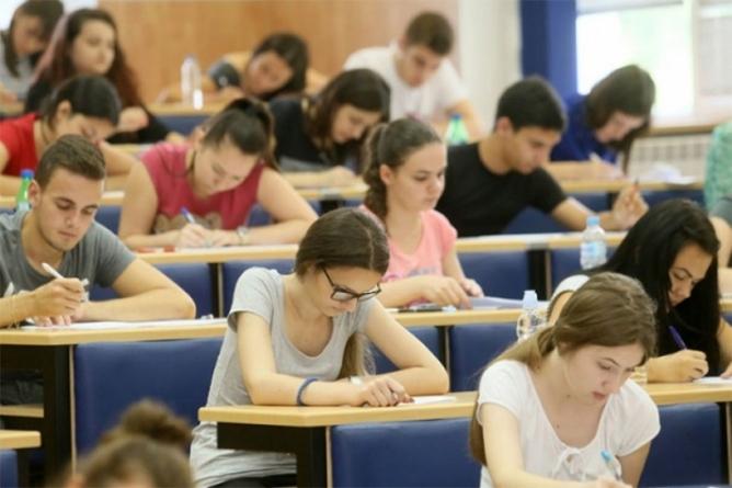 Sve manje studenata u BiH, oni koji ostaju najviše upisuju medicinu i informatiku