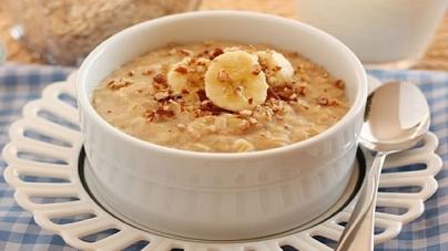 Zobena kaša, chia puding ili voćni smoothie za zdrav doručak i produktivan dan