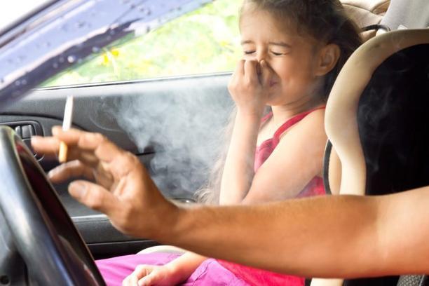 Grčka: Za pušenje u autu kazna do 1.500 eura i oduzimanje vozačke dozvole