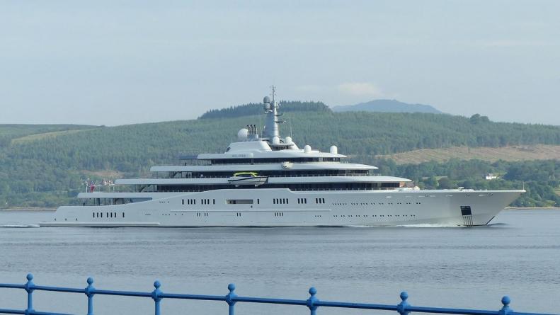 Roman Abramovič uživa u Kotoru na luksuznoj jahti od 340 miliona eura
