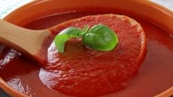 Napravite domaći sos od paradajza sa samo tri sastojka
