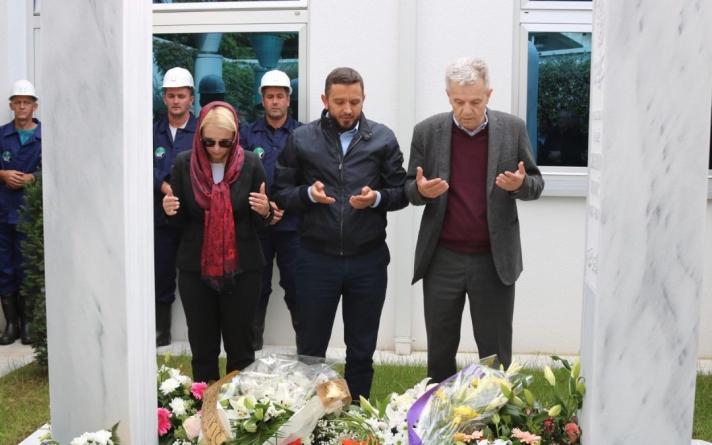 Delegacija PDA odala počast i položila cvijeće na mezar Sulejmana Tihića