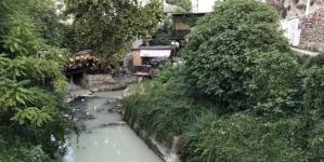 Mostarci u šoku: Radoboljom koja se kod Starog mosta ulijeva u Neretvu teče nafta