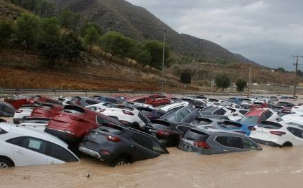 Najmanje petero mrtvih u poplavama u Španiji: Bujični potoci nosili automobile