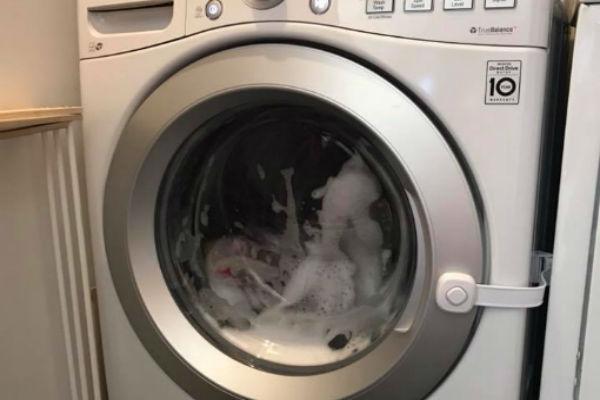 Ne treba pretjerivati s dodavanjem tekućeg deterdženta prilikom pranja veša