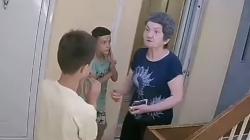 Šokantan snimak iz Bora: Smetala joj buka pa šamarala djecu
