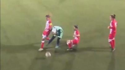 Pogledajte kako su protivničke igračice reagirale kada je fudbalerki spao hidžab