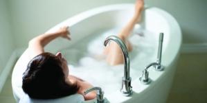 Evo zašto se ne trebate kupati vrućom vodom
