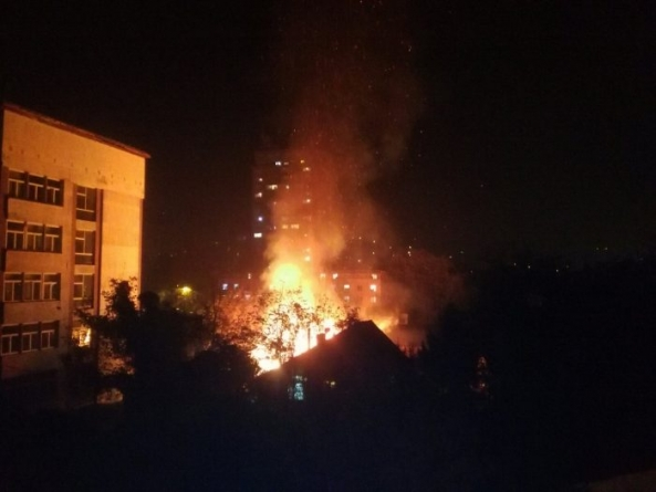 Izgorjela porodična kuća i pomoćni objekat kod Tehnološkog fakulteta u Tuzli