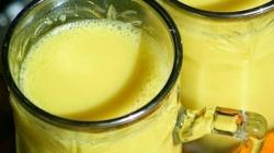 Zlatno mlijeko: Liječi prehladu, pomaže u detoksikaciji i topi kilograme; priprema se od četiri sastojka