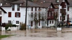Snažna oluja u Francuskoj, ima mrtvih, 400.000 domova bez struje
