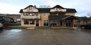 Organizacija Pomozi.ba zakupila motel za smještaj migranata sa Autobuske stanice u Tuzli