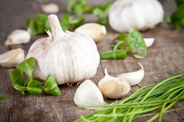 Bijeli luk topi masnoću i pomaže u mršavljenju