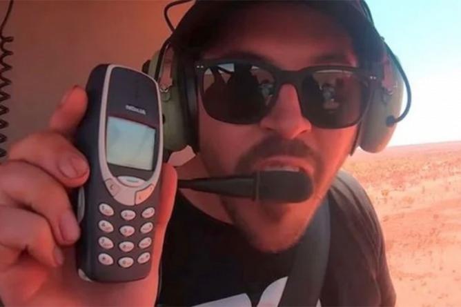 Iz helikoptera bacili iPhone 11 i Nokiju 3310, šta mislite koji je ostao čitav?