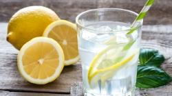 Znamo da je dobro svako jutro piti vodu s limunom, a evo i zašto