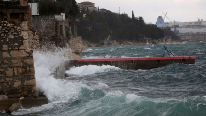 Nevrijeme pogodilo Hrvatsku: Vjetar čupa stabla, pada jaka kiša…