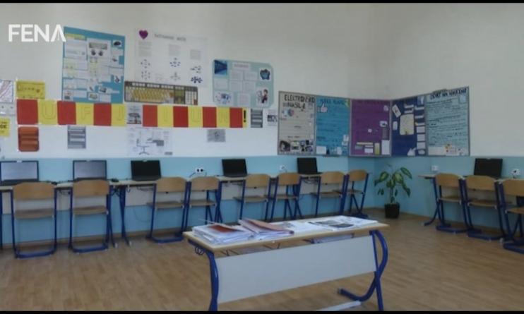 Nastava preko interneta za učenike iz Tuzlanskog kantona (VIDEO)