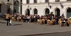 Kako se Švedska bori protiv korone: Puni kafići, javni prevoz uredno radi