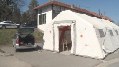 Mjere predostrožnosti: Ispred UKC-a postavljen trijažni šator za sve pacijente (VIDEO)