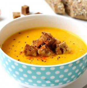 Uživajte u supi od celera i kurkume