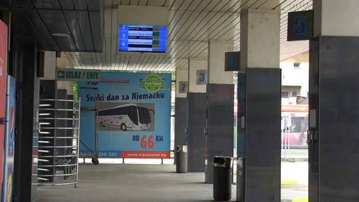 Sa Autobuske stanice Tuzla jutros otišli prvi autobusi prema Sarajevu, uspostavljeno sedam linija