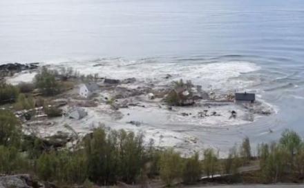 Scena kao iz filmova: Klizište u Norveškoj odnijelo osam kuća u more