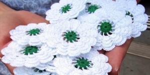 Kako su gračaničke žene bez pomoći države napravile više od 160.000 Srebreničkih cvjetova
