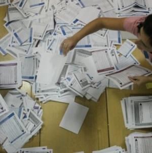 Gradskoj izbornoj komisiji Tuzla odobreno otvaranje vreća sa glasačkim materijalom zbog ponovnog brojanja, nakon određenih nepravilnosti
