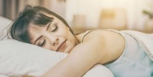 Trznete li se naglo prije ulaska u san? Otkrivamo šta to znači